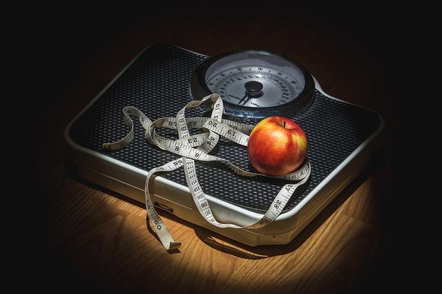 metr a jablko na váze