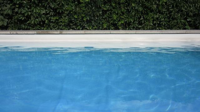 jasný bazén
